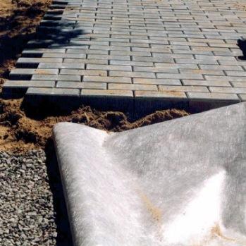 Использование геотекстиля при укладке тротуарной плитки