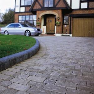 Декоративный бетон с успехом имитирует брусчатку