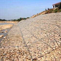 Укрепление берега плоскими габионами