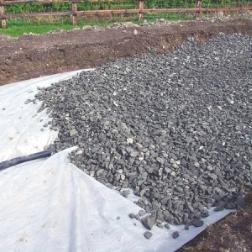 Подложка из геотекстиля под щебневые основания тротуарных дорожек