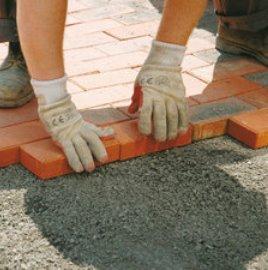 Укладка тротуарной плитки на щебневую подушку