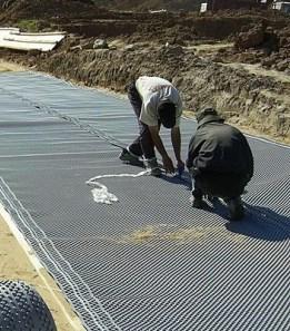 Строительство дороги с применением геомембраны