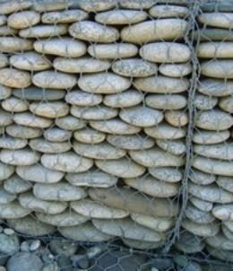 Лицевая сторона подпорной стены из габионов